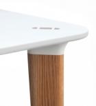 Buff kvadratiskt bord